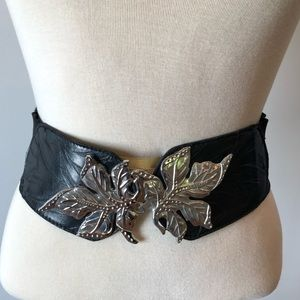 Cool stretch belt with leather and flower clasp